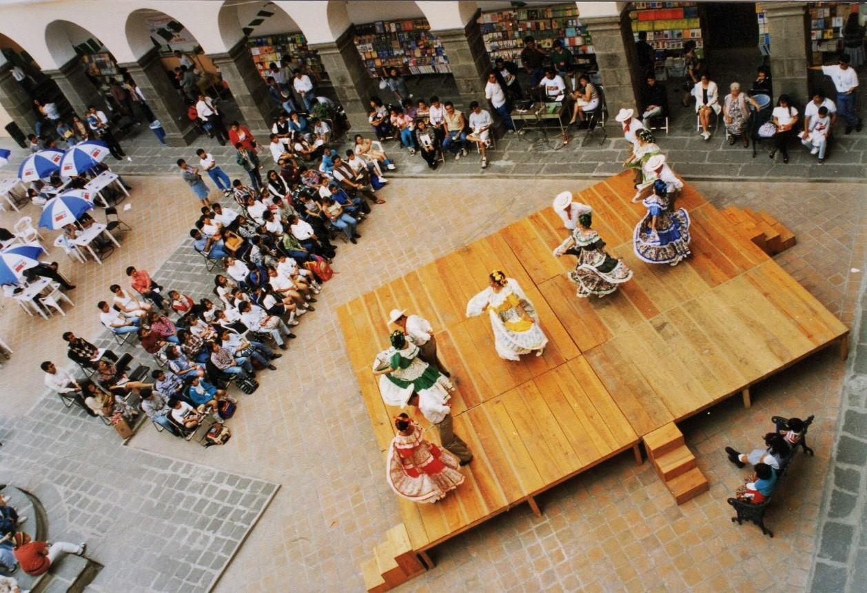 Fenali BUAP 1997 en el tercer patio del Edificio Carolino