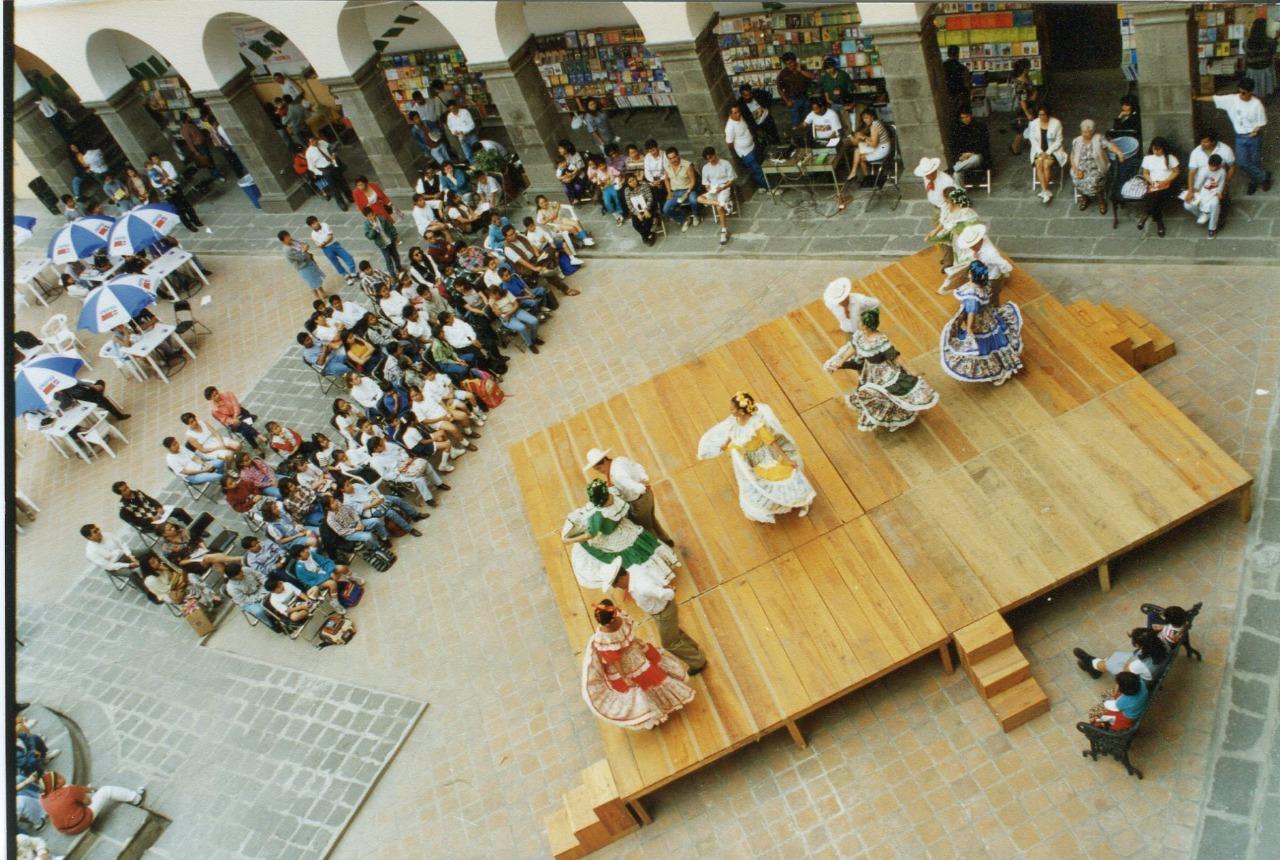 Evento tercer patio Edificio Carolino Fenali BUAP 1997